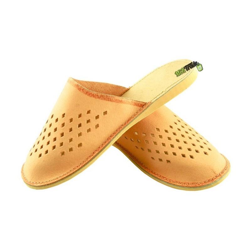 5894b60e0c736 ... Damskie skórzane rozmiar 40 klapki kapcie ciapy laczki góralskie  pantofle papcie łapcie domowe zakryte palce ...